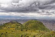 La Sierra de Santa Catarina se cubre de vegetación en la temporada de lluvias. 11 de octubre de 2011.. (Foto: Prometeo Lucero)