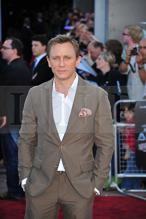 © Licensed to London News Pictures. 11/08/2011. London, England.Daniel Craig  attends the U.K premiere of Cowboys and Aliens Starring Harrison Ford and Daniel Craig at the O2 Cineworld London Photo credit : ALAN ROXBOROUGH/LNP
