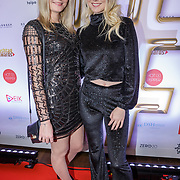 NLD/Amsterdam/20181217 - Hashtag Awards 2018, Nienke Helthuis en Sanne Helthuis