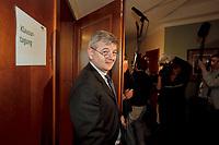 12 JAN 2001, WOERLITZ/GERMANY:<br /> Joschka Fischer, B90/Gruene, Bundesaussenminister, kommt aus dem Sitzungssaal, Klausurtagung der Bundestagsfraktion Buendnis 90 / Die Gruenen<br /> IMAGE: 20010112-01/03-04<br /> KEYWORDS: Klausur, Grüne