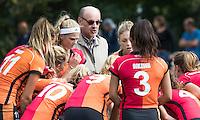 UTRECHT - HOCKEY - coach Toon Siepman (Oranje-Rood)   voor   de hoofdklasse hockeywedstrijd dames Kampong-Oranje-Rood (0-5) .COPYRIGHT KOEN SUYK