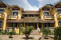 French Colonial Architecture Sapa - In order to make the colonists feel more at home and at the same time to reflect its vision of imperial grandeur, the French colonial government set about systematically rebuilding  Vietnamese cities according to European specifications.