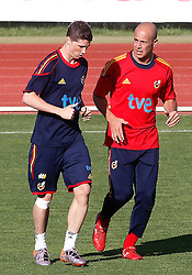 10.06.2010, Sportanlage, Potchefstroom, RSA, FIFA WM 2010, Training Spanien im Bild Spain's Fernando Torres and Pepe Reina, EXPA Pictures © 2010, PhotoCredit: EXPA/ Alterphotos/ Acero / SPORTIDA PHOTO AGENCY