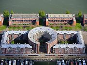 Nederland, Noord-Holland, Amsterdam, 07-05-2021; KNSM-eiland. Levantkade met Albertcomplex(BarcelonaofBruno Albert). .<br /> Het binnenplein is het Barcelonaplein.<br /> KNSM island. Levantkade with Albert complex (Barcelona or Bruno Albert). The courtyard is the Barcelona square.<br /> <br /> luchtfoto (toeslag op standaard tarieven);<br /> aerial photo (additional fee required)<br /> copyright © 2021 foto/photo Siebe Swart