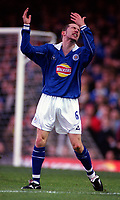Muzzy Izzet (Leicester) shows his frustration at a decision by the lines man. Leicester City v Leeds United. FA Premiership, 2/12/00. Credit: Colorsport / Nick Kidd.