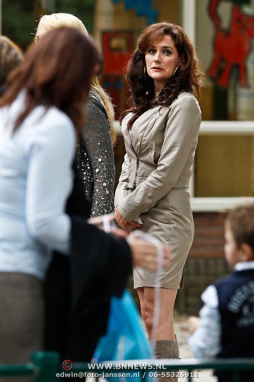 NLD/Hilversum/20101002 - Opname bij school in Hilversum van de Goische Vrouwen film,