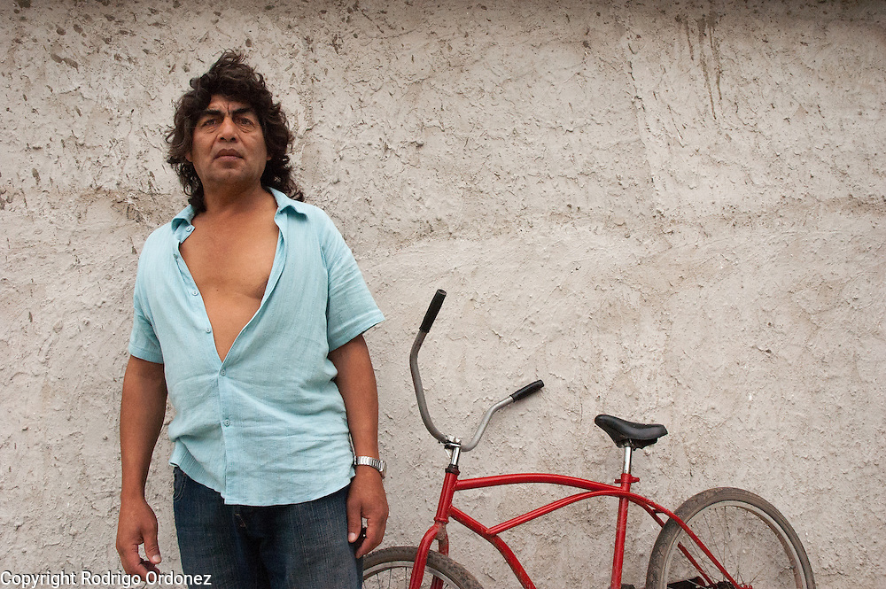"""Carlos Tolosa, a resident of Ocho de Mayo, worked in a metallurgic factory until 1989, when the company laid off some of its workers. """"We are promised many things but never get anything, only the rich do.""""<br /> Informal settlements started to appear in the 1980s, coinciding with the end of full employment and the failure of the import substitution and industrialization model adopted by the Argentinean government"""