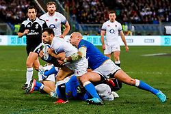 Danny Care of England is tackled by Sergio Parisse of Italy - CFPfoto/JMP - 04/02/2018 - RUGBY UNION - Rome, Italy - Stadio Olimpico - Italy v England - 2018 NatWest 6 Nations Championship.