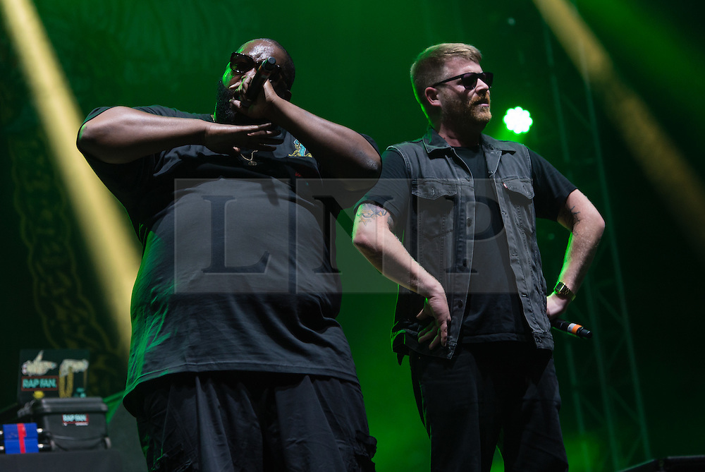 © Licensed to London News Pictures. 28/08/2015. Reading Festival, UK.  Run the Jewels performing at Reading Festival 2015 28 August 2015 Day 1.  In this picture - Killer Mike (left), EL-P (right).  Photo credit: Richard Isaac/LNP