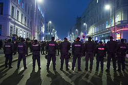 26.01.2018, AUT, Demonstration gegen den Akademikerball in Wien, im Bild Polizisten// during protest against the 'Akademiker Ball' of the FPOE - Freedom Party Austria, in Vienna, Austria on 2018/01/26. EXPA Pictures © 2017, PhotoCredit: EXPA/ Florian Schroetter
