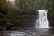 USA, Oregon, Silver Falls State Park, Upper North Falls
