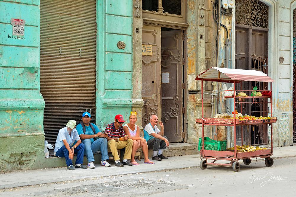 Street photogrphy in central Havana- Food vendor wagon, La Habana (Havana), Habana, Cuba