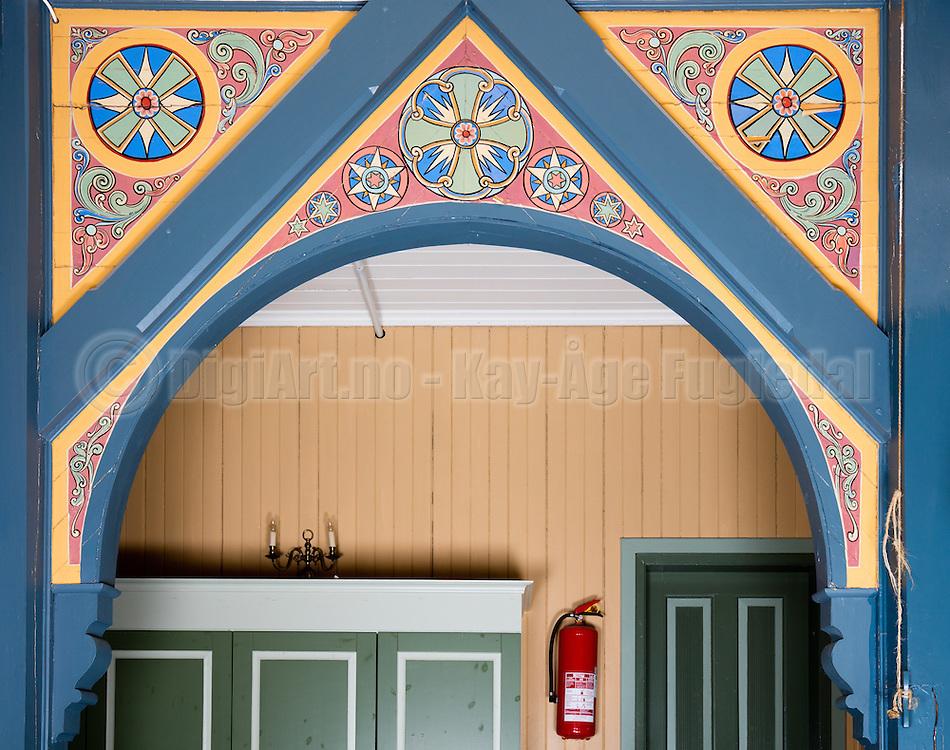 Mønemaleri fotografert i Indre Herøy Kirke.