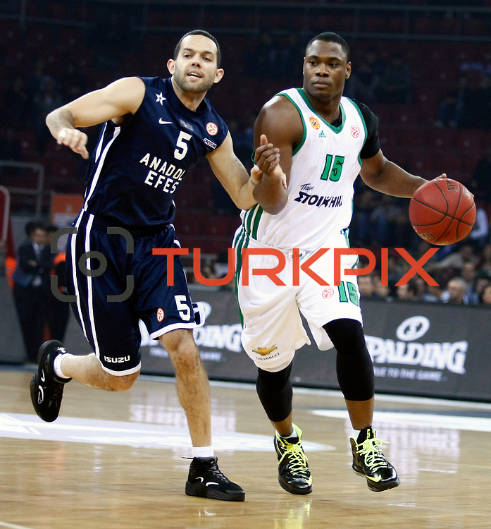 Anadolu Efes's Jordan Farmar (L) and Panathinaikos Athens's Marcus Banks (R) during their Turkish Airlines Euroleague Beskatball Top 16 Game 2 Anadolu Efes between Panathinaikos Athens at Abdi Ipekci Arena in Istanbul Turkey on Thursday 03 January 2013. Photo by Aykut AKICI/TURKPIX
