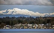A fresh layer of snow blankets the Cascades, as seen across Lake Washington from Magnuson Park to Kirkland. (Steve Ringman / The Seattle Times)