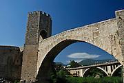Spain, Catalonia, Besalu, the 12th-century Romanesque bridge over the Fluvia river