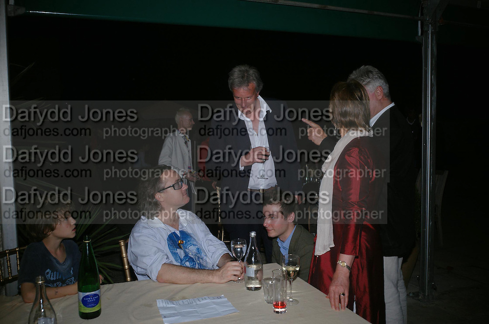 Damien  Hirst with Viscount and Viscountess Windsor. Benjamin Webb kneeling.  Mollie Dent-Brocklehurst and Vanity Fair host  the opening of 'Vertigo'  a mixed art exhibition at Sudeley Castle. Winchombe, Gloucestershire. 18 June 2005. ONE TIME USE ONLY - DO NOT ARCHIVE  © Copyright Photograph by Dafydd Jones 66 Stockwell Park Rd. London SW9 0DA Tel 020 7733 0108 www.dafjones.com