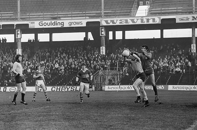 Dublin and the Kerry goalie fight for possession during the All Ireland Senior Gaelic Football Semi Final, Dublin v Kerry in Croke Park on the 23rd of January 1977. Dublin 3-12 Kerry 1-13.