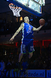 13-03-2011 BASKETBAL: HEREN ALL STAR GALA: ZWOLLE<br /> <br /> Ross Bekkering CAN-NLD (Zorg en Zekerheid Leiden) wint de dunkwedstrijd©2011-WWW.FOTOHOOGENDOORN.NL / Peter Schalk
