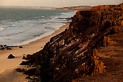 Tibau do Sul_RN, Brasil...Na foto, as falesias do chapadado, acima da Praia do Amor, em Pipa, Rio Grande do Norte...Chapado cliffs above Amor beach in Pipa, Rio Grande do Norte...Foto: LEO DRUMOND / NITRO