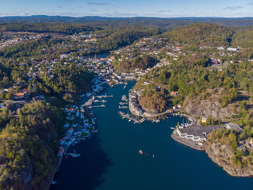 Flyfoto av Tvedestrand, en by og kommune i Aust-Agder.