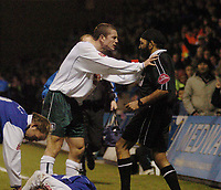 Fotball<br /> England 2004/22005<br /> Foto: SBI/Digitalsport<br /> NORWAY ONLY<br /> <br /> Gillingham v Plymouth Argyle <br /> Coca Cola championship. 15/01/2005.<br /> <br /> Plymouths Paul Connolly shoves referee J. Singh after being sent off.