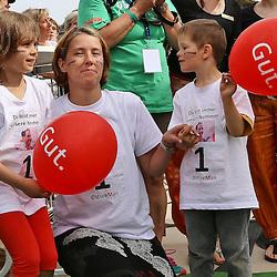 Glücksburg, 02.08.15, Sport, Triathlon, 14. OstseeMan, 2015 : Familie von Christian Nitschke (GER, TG triZack Rostock e.V., #001), 3.Platz Einzel (08:54:03)<br /> <br /> Foto © P-I-X.org *** Foto ist honorarpflichtig! *** Auf Anfrage in hoeherer Qualitaet/Aufloesung. Belegexemplar erbeten. Veroeffentlichung ausschliesslich fuer journalistisch-publizistische Zwecke. For editorial use only.