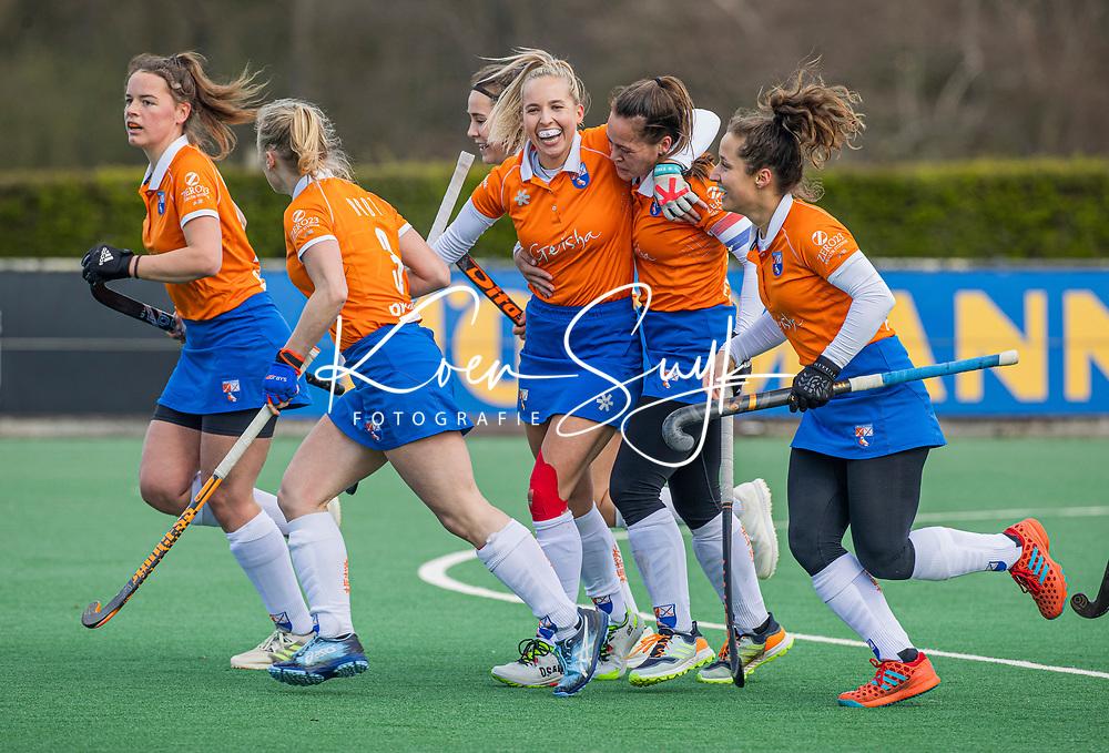 BLOEMENDAAL - Sanne Caarls (Bldaal) heeft gescoord  tijdens de hoofdklasse hockeywedstrijd dames , Bloemendaal-Laren (5-1).  COPYRIGHT KOEN SUYK