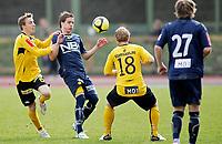 Fotball , <br /> Adeccoligaen<br /> Melløs Stadion , <br /> Moss v Bodø Glimt<br /> 09.05.2010<br /> Anders Konradsen i duell med Tommy Edvardsen og Kevin Nicol , <br /> Foto: Thomas Andersen / Digitalsport ,