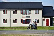 Nederland, Nijmegen, 25-6-2014In Lent, in het waalsprong gebied voor nieuwe woningen en wijken van Nijmegen, bezit de SSHN tweehonderd wooneenheden, containerwoningen, voor de huisvesting van eerstejaars studenten die een kamer zoeken. De woningen, voorheen gebruikt door asielzoekers, komen van het COA, en zijn via de dienst domeinen aangekocht.Het is een noodgreep om het kamertekort te verminderen, in afwachting van structurelere nieuwbouw. Ondanks een gang naar de rechter door omwonenden kunnen de barakken vijf jaar in gebruik blijven. Woningnood studenten, kameraanbod, prefab bouw, stichting studentenhuisvesting. studentenkamersFoto: Flip Franssen/Hollandse Hoogte