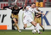 Fotball , 16. desember w2006 , Mainz 05 - Bayern München<br /> v.l. Ranisav Jovanovic, Mark van Bommel Bayern<br /> Bundesliga FSV Mainz 05 - FC Bayern Muenchen<br /> <br /> Norway only
