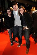 Premiere van de film Sonny Boy op maandag 17 januari in het Circus Theater in Scheveningen.<br /> <br /> Op de foto: Raynor Arkenbout en Guido Spek met Ruud Feltkamp