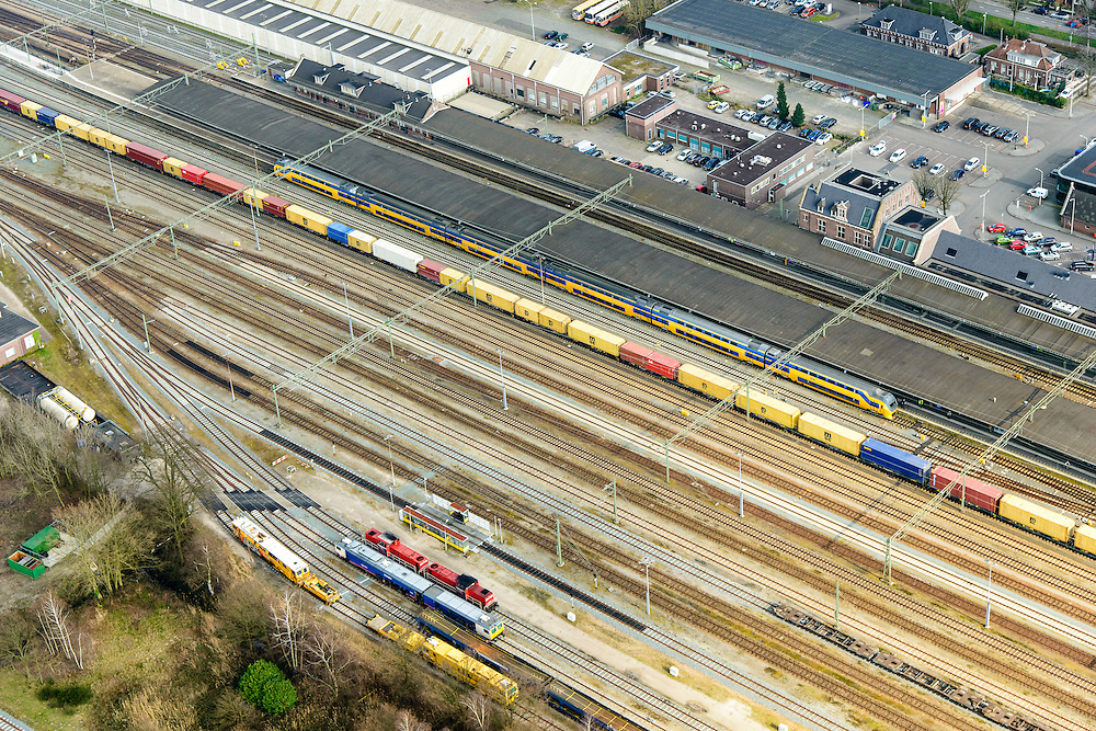 Nederland, Noord-Brabant, Roosendaal, 01-04-2016;  grensstation Roosendaal met goederentrein en intercity. Rond het station opstelsporen en rangeerterrein.<br /> Border railway station Roosendaal.<br /> <br /> luchtfoto (toeslag op standard tarieven);<br /> aerial photo (additional fee required);<br /> copyright foto/photo Siebe Swart