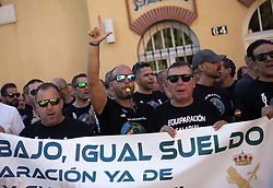 October 4, 2018 - Malaga, Spain - Protestors take part in a protest in support of national police officers and civil guards attacked by pro independence protestors during the clashes in a demonstration organized by JUSAPOL in Catalonia on 29 september.  The association formed by members of the Spanish National police officers and civil guards, named JUSAPOL, demand equal salaries for all police forces in comparision with spanish autonomous police forces. (Credit Image: © Jesus Merida/SOPA Images via ZUMA Wire)
