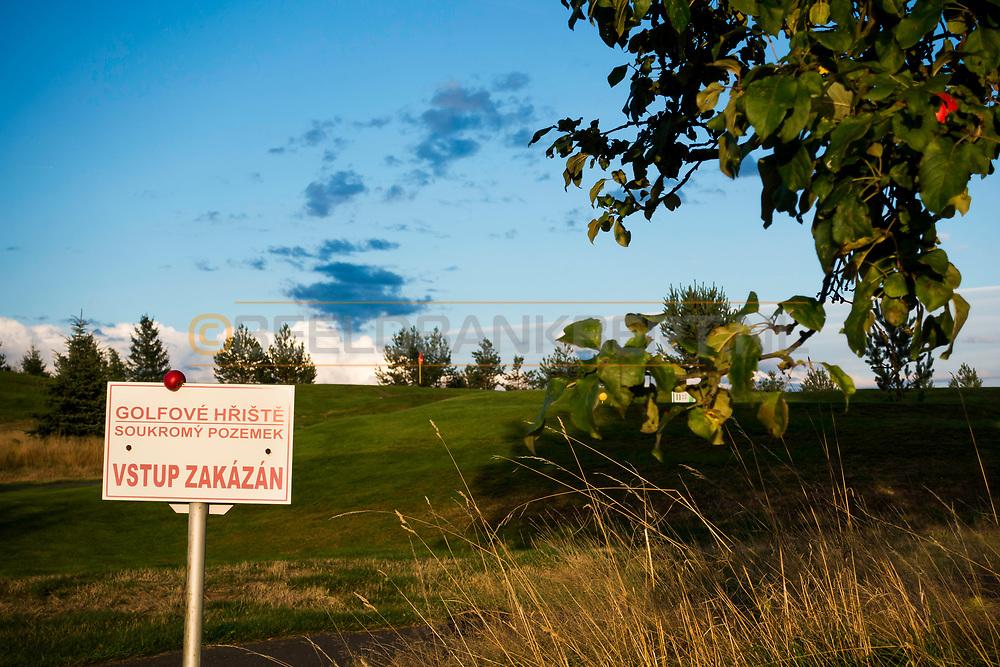 18-09-2015: Golf & Spa Resort Konopiste in Benesov, Tsjechië.<br /> Foto: Appeltjes in de avondzon