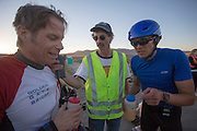 Larry Lem en Phil Plat horen dat ze een nieuw wereldrecord met de tandem hebben gereden op de derde racedag van het WHPSC. In de buurt van Battle Mountain, Nevada, strijden van 10 tot en met 15 september 2012 verschillende teams om het wereldrecord fietsen tijdens de World Human Powered Speed Challenge. Het huidige record is 133 km/h.<br /> <br /> Larry Lem and Phil Plat are listening to the radio to confirm the set a new tandem world record at the WHPSC. Near Battle Mountain, Nevada, several teams are trying to set a new world record cycling at the World Human Powered Speed Challenge from Sept. 10th till Sept. 15th. The current record is 133 km/h.
