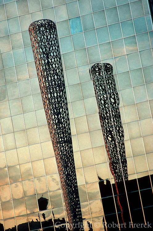 CHICAGO, SCULPTURE Claes Oldenburg's 'Bat Column' in front of the Social Security Bldg.