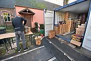 Duitsland, Germany, Wyler, 28-12-2017Veel mensen uit Nederland kopen vuurwerk vlak over de grens bij Nijmegen. Het Duitse siervuurwerk is goedkoper dan het Nederlandse. De bestellingen worden vanuit containers achter de winkel separaat samensgesteld en naar de toonbank gebracht. Het meeste wordt online via internet besteld en hier afgehaald.Sale of legal fireworks in a store. In Germany the firework is a lot cheaper as in Holland.Foto: Flip Franssen