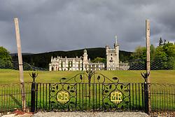 THEMENBILD - Blick auf das Balmoral Castle, es ist die Sommerresidenz von Elisabeth II., der britischen Königin. Sie hält sich dort zwischen August und Oktober, Ballater, Schottland, aufgenommen am 08. Juni 2015 // View of the Balmoral Castle, it is the summer residence of Queen Elizabeth II., The British Queen. She considers herself there from August to October, Ballater, Scotland on 2015/06/08. EXPA Pictures © 2015, PhotoCredit: EXPA/ JFK