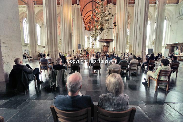Nederland, Nijmegen, 28-8-2020 In de stevenskerk vinbdt een presentatie plaats waarbij de stoelen, zitplaatsen, coronaproof zijn opgesteld . Hierdoor kunnen er veel minder bezoekers bij zijn . Foto: ANP/ Hollandse Hoogte/ Flip Franssen