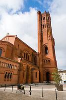 France, Villeneuve-sur-Lot. Old town by the Lot River. Église Sainte-Catherine.