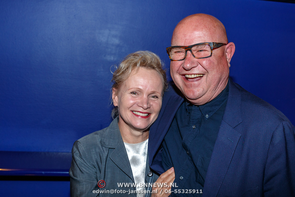 NLD/Amstelveen/20180924 - Toneelstuk Kunst & Kitsch premiere, Renee Soutendijk en partner Ted Lensen