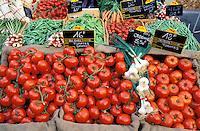 France - Provence - Vaucluse - Isle sur la Sorgue - Marché - Tomates