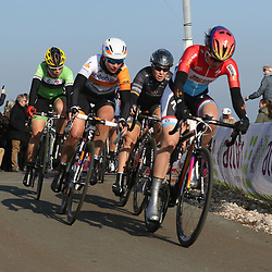 13-03-2016: Wielrennen: Acht van Dwingeloo: Dwingeloo <br />DWINGELOO (NED) wielrennen  <br />Christine Majerus, Chloe Hosking, Roxane Kneteman