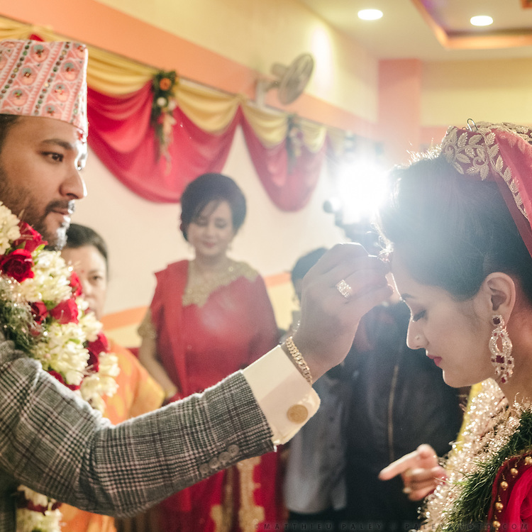 At the banquet, the groom put tikka on the forehead of the bride.<br /> First day, initial reception of the wedding at a Banquet.