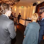 NLD/Rotterdam/20151027 - Boeklancering Leo Beenhakker, Leo en kinderen Mariska en Erwin