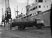 Photographs at Customs House Docks - D. E. Williams, Tullamore, Bedford S Type lorry at Alexandra Basin. .Picture of tea being loaded onto lorry - for a Miss Dunne, DOMAS .22/09/1959 .