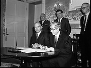 President Hillery Dissolves The Dáil. (R48)..1987..21.01.1987..01.21.1987..21st January 1987..At the request of An Taoiseach,Dr Garret Fitzgerald, President Patrick Hillery signed the Instrument of Dissolution to dissolve the Dáil and thus set in motion the general election...Image shows Dr Garret Fitzgerald signing the Instrument of Dissolution watched by President Hillery.