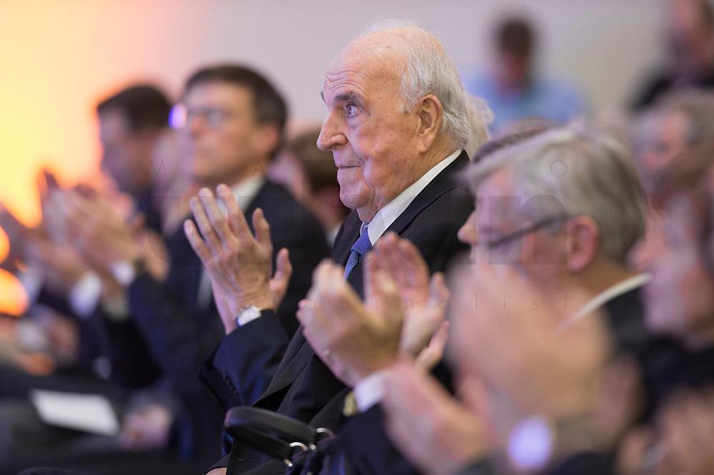 19 DEC 2014, DRESDEN/GERMANY:<br /> Helmut Kohl (M), CDU, Bundeskanzler a.D., Veranstaltung der Konrad-Adenauer-Stiftung am 25. Jahrestag der Rede von Helmut Kohl vor der Ruine der Frauenkirche, Albertinum<br /> IMAGE: 20141219-01-138<br /> KEYWORDS: Applaus, applaudieren, klatschen