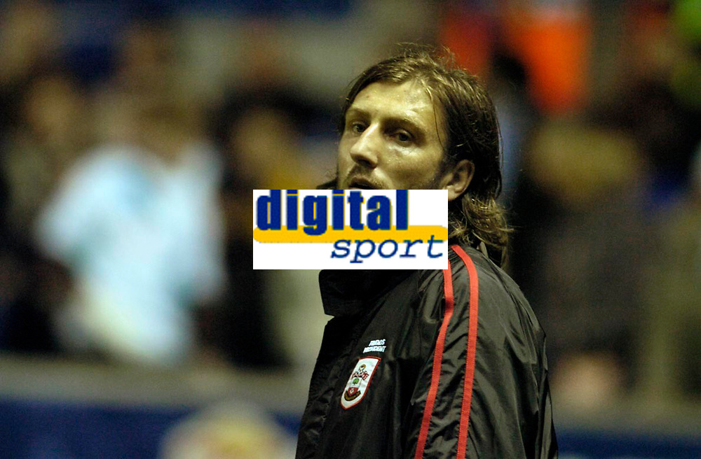 Photo: Leigh Quinnell.<br /> Leicester City v Southampton. Coca Cola Championship.<br /> 05/11/2005. Southamptons Kamil Kosowski waits to come on.